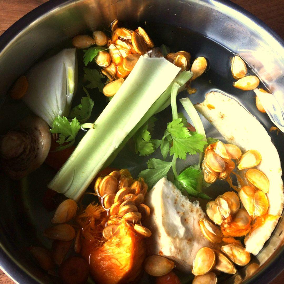 Domáci zeleninový vývar s morskou riasou