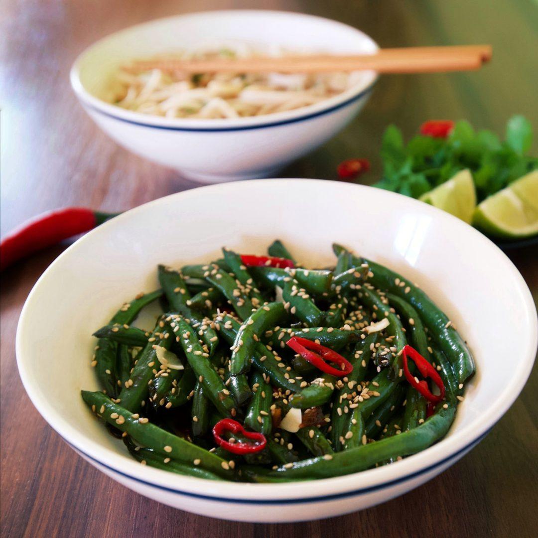 Zelené fazuľky vo woku scesnakom, zázvorom achilli