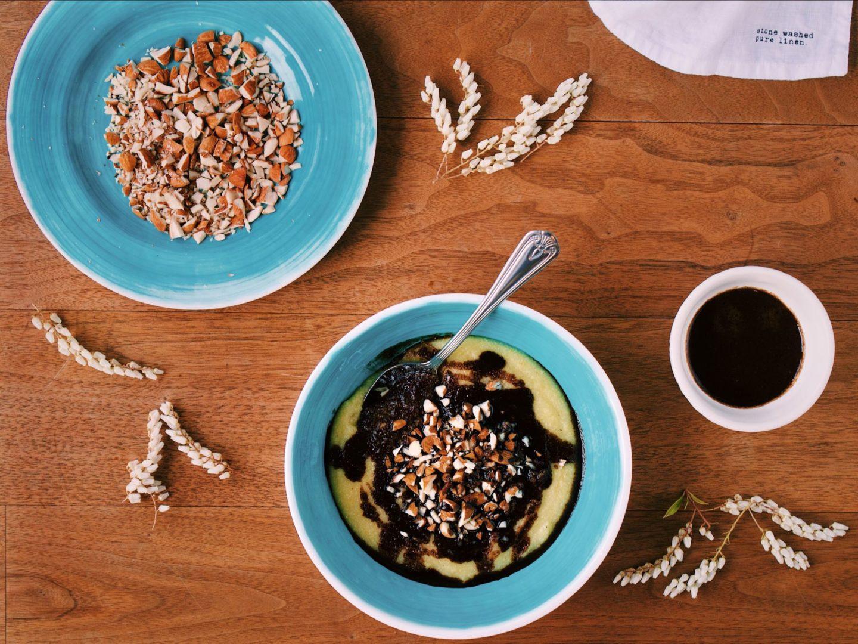 Sladká raňajková polentová kaša bez lepku, mlieka a cukru