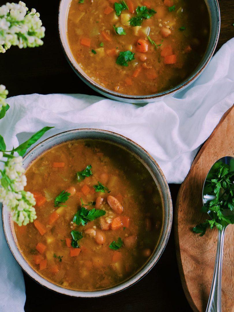 Hustá fazuľová polievka skrúpkami azeleninou
