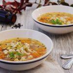 Zeleninová polievka s hrachom a krúpami